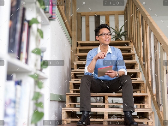 demo-attachment-174-portrait-of-young-businessman-in-casual-P86QBSV